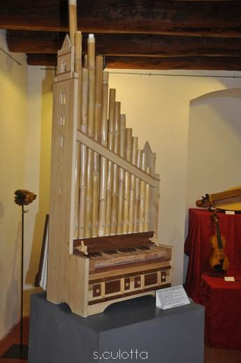 Poesie lignee e sculture musicali quale cefal for L organo portativo